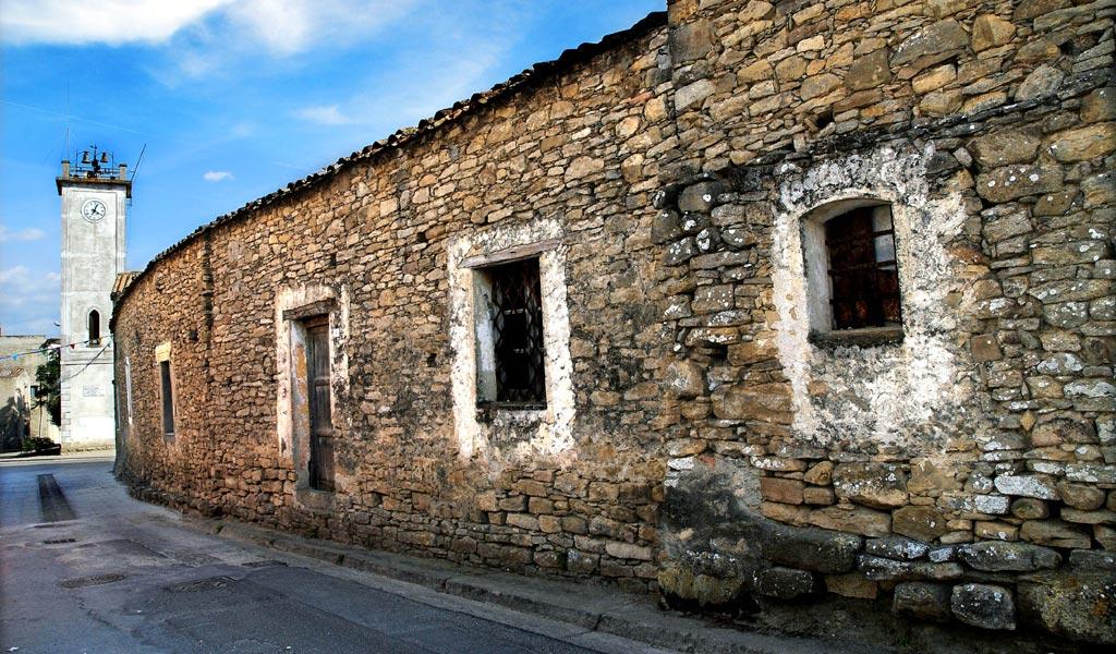 Villanovafranca videos for Foto di case tradizionali